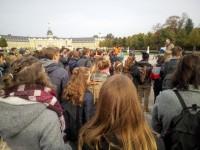 Studierenden-Versammlung vor dem Karlsruher Schloss mit Rede von Vizepräsident Wanner